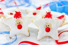 Il biscotto di Natale ha modellato Santa Claus, biscotti del pan di zenzero con la f Fotografia Stock Libera da Diritti