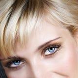 œil bleu de cheveu blond Photos libres de droits