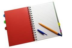 Il blocco note e la penna su bianco hanno isolato il fondo fotografia stock libera da diritti