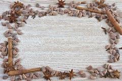 Il blocco per grafici delle noci e delle spezie di cedro Fotografia Stock