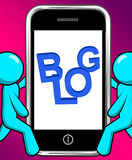 Il blog sul telefono visualizza i siti Web di Weblog o di blogging Immagini Stock Libere da Diritti