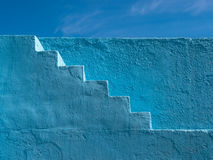 Il blu dipinto fa un passo modello Fotografia Stock