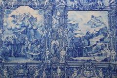 Il blu ed il bianco hanno dipinto le mattonelle ad una cappella a Oporto Fotografie Stock Libere da Diritti