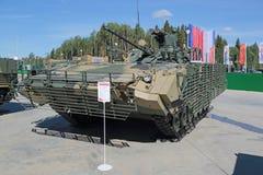 Il BMP-2М (veicolo da combattimento della fanteria) Fotografia Stock Libera da Diritti