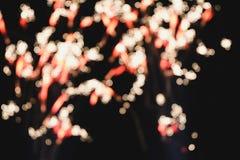 Il bokeh confuso forma il fuoco d'artificio su fondo fotografia stock libera da diritti