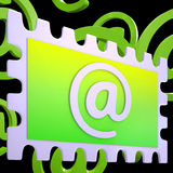 Il bollo del email mostra la posta della corrispondenza via Internet Fotografia Stock