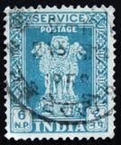 Il bollo indiano mostra a quattro leoni indiani la capitale della colonna di Ashoka, circa 1958 Fotografie Stock Libere da Diritti