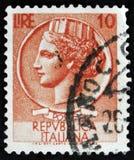 Il bollo italiano mostra la moneta antica di Siracusa, la moneta di Syracusean di serie, circa 1968 Immagine Stock