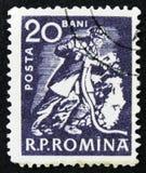 Il bollo rumeno mostra il minatore, circa 1960 Fotografie Stock