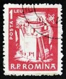 Il bollo rumeno mostra il reattore nucleare a fissione, circa 1960 Fotografie Stock