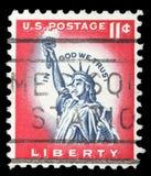 Il bollo stampato negli Stati Uniti mostra la statua della libertà Immagini Stock Libere da Diritti