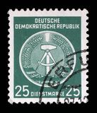 Il bollo stampato nel GDR mostra la stemma del cittadino della RDT Fotografia Stock Libera da Diritti
