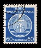 Il bollo stampato nel GDR mostra la stemma del cittadino della RDT Fotografia Stock