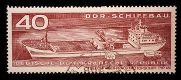 Il bollo stampato nel GDR mostra il tipo di nave 451 del carico del contenitore Fotografia Stock Libera da Diritti