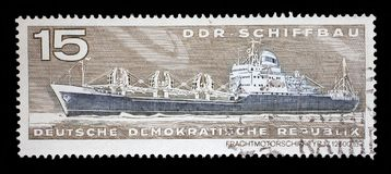 Il bollo stampato nel GDR mostra a tipo di nave del carico del contenitore 17 12500 tdw Immagini Stock