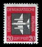 Il bollo stampato nel GDR mostra un aeroplano Fotografia Stock Libera da Diritti
