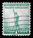 Il bollo stampato in U.S.A. mostra uno dei simboli dell'America, statua della libertà Fotografia Stock Libera da Diritti