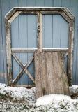 Il bordo di legno davanti al garage Fotografia Stock Libera da Diritti