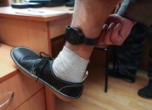 Il braccialetto d'inseguimento elettronico condannato Fotografie Stock Libere da Diritti