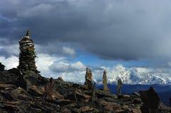 Il Brahmaputra avanti con l'alta montagna nella parte anteriore Fotografie Stock Libere da Diritti
