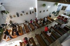 Il Brasile - San Paolo - La ONG Sermig - massa del cattolico per i voluntaryes fotografia stock libera da diritti