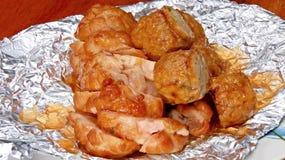Il brodo di pollo ed il brodo di pollo sono molto deliziosi immagini stock