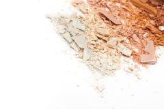 Il bronzer schiacciato della polvere arrossisce su fondo bianco Fotografie Stock Libere da Diritti