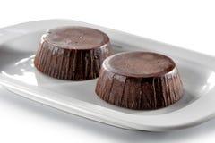 Il brownie agglutina il primo piano isolato su fondo bianco Immagine Stock Libera da Diritti