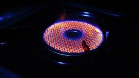 Il bruciatore rotondo brucia la fiamma blu rossa Fotografie Stock