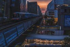 Il BTS Skytrain sta avvicinandosi a Fotografie Stock Libere da Diritti