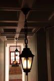 Il Buddhism, con indicatore luminoso gradice una lampada Fotografie Stock Libere da Diritti