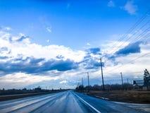 Il buio blu si rannuvola il Central Valley immagini stock