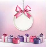 Il Buon Natale carda con un nastro ed i contenitori di regalo illustrazione vettoriale