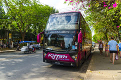 Il bus ha preso i turisti in Tailandia ad una fermata fotografia stock libera da diritti