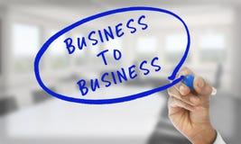 Il business to business di scrittura della mano con si corregge Immagini Stock Libere da Diritti