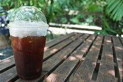 Il caffè di ghiaccio nero sulla tavola si rilassa il tempo Immagine Stock Libera da Diritti