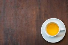 Il caffè su grande il legno, Immagine Stock Libera da Diritti