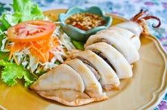 Il calamaro farcito con le verdure e la salsa Fotografie Stock