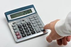 Il calcolatore e una mano dell'uomo Fotografia Stock