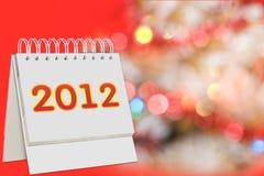 Il calendario con 2012 firma sopra la priorità bassa di natale Fotografie Stock