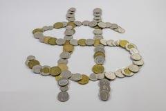 Il cambiamento canadese sistemato sotto forma di un segno dei soldi si è inclinato Immagini Stock