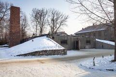 Il camino del crematorio e della camera a gas a Auschwitz Immagini Stock Libere da Diritti