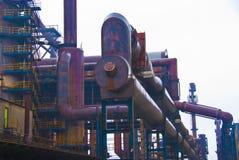 Il camino del fumo convoglia il fabrik di metallurgia nell'ARBED Lussemburgo fotografia stock libera da diritti
