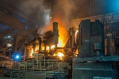 Il camino del fumo convoglia il fabrik di metallurgia nell'ARBED Lussemburgo immagini stock