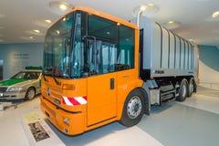 Il camion Mercedes-Benz Econic della raccolta dei rifiuti 2628 NGT, 2005 Immagine Stock Libera da Diritti