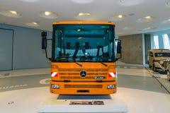 Il camion Mercedes-Benz Econic della raccolta dei rifiuti 2628 NGT, 2005 Immagine Stock