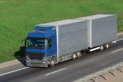 Il camion su una strada Fotografia Stock