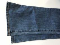 il Campana-fondo o i jeans svasati ora è considerato molto alla moda fotografia stock libera da diritti