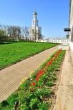 Il campanile del monastero di Yuriev in Veliky Novgorod, Russia Fotografie Stock
