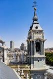 Il campanile della cattedrale di Almudena Fotografia Stock
